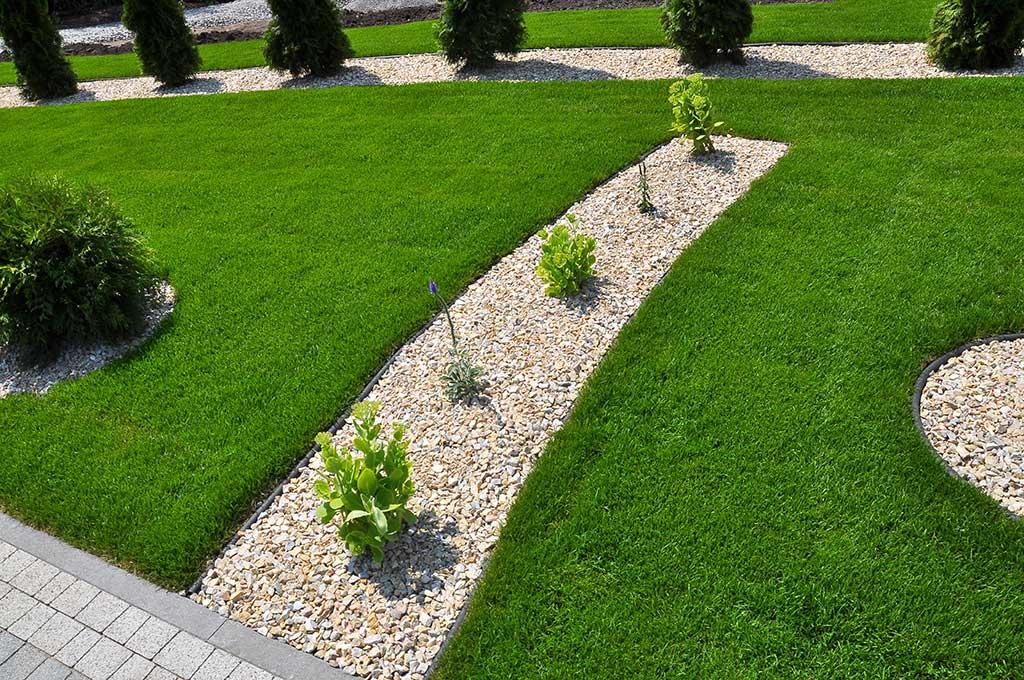 Entretien de gazon et pelouse tonte de pelouses et for Entretien gazon printemps